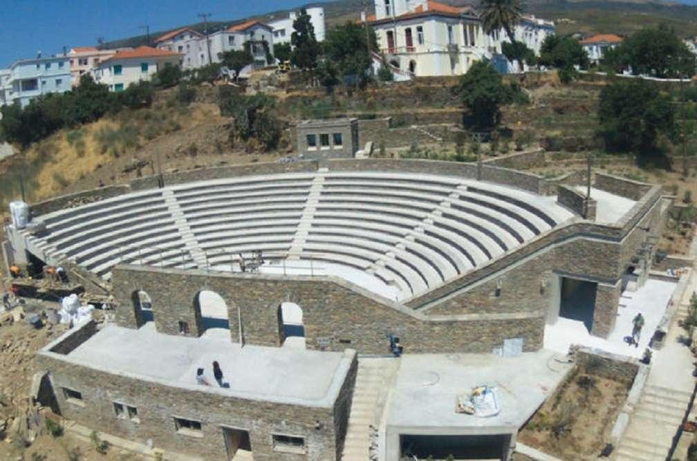 Άνδρος. Το ανοιχτό θέατρο της Χώρας υποδέχεται το 3ο Διεθνές Φεστιβάλ «κόντρα στον καιρό»…