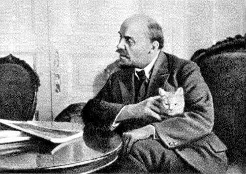 Ο Λένιν με μια Γάτα