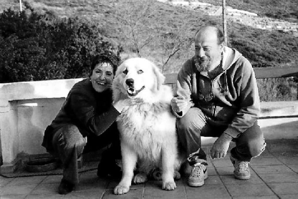 66c82a6efe71 Η Τζένη Ορνεράκη με το φωτεινό της χαμόγελο και τους αγαπημένους της. Δεξιά  ο Σπύρος.