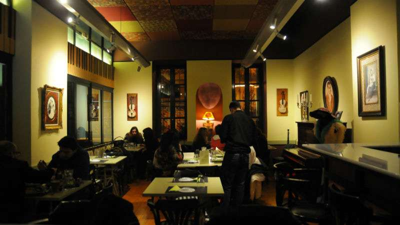 Λογοτεχνία, κρασί και καλό φαγητό, μια συνταγή ευδαιμονίας από τον Αλέξη Σταμάτη στο εστιατόριο «Μπέμπα»