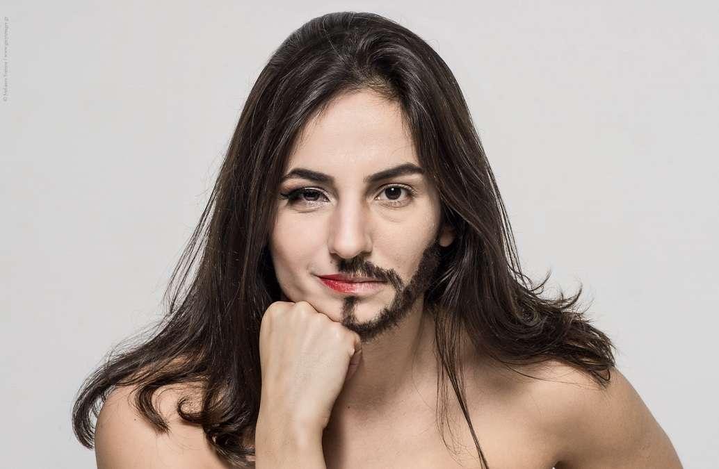 Η Ελένη Στεργίου γράφει στο catisart.gr για τον «Καραφλομπέκατσο και τη Σπυριδούλα»