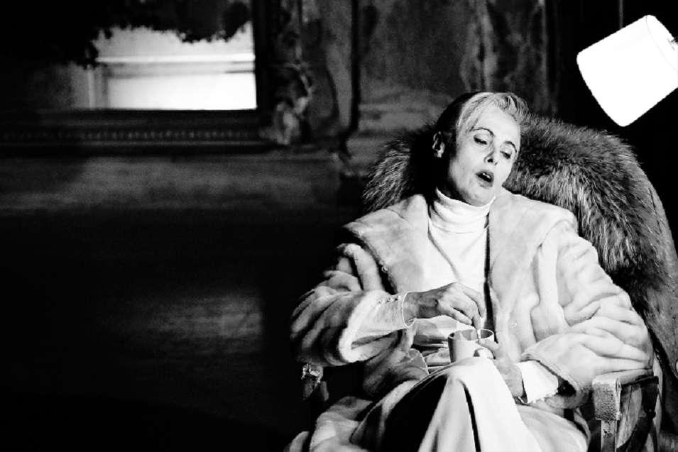 Η Hedda Gabler της Άντζελας Μπρούσκου στο «Μπάγκειον» με τον φακό της Νικολέττας Γιαννούλη
