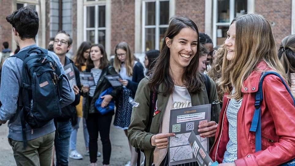 Μαθητική διαδήλωση στο Βέλγιο υπέρ της διατήρησης της διδασκαλίας των Αρχαίων Ελληνικών