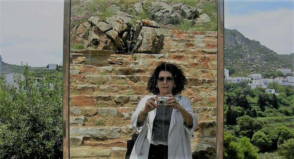 Ώρες δημοσιογραφίας, ώρες ποίησης με τη Σόνια Ζαχαράτου