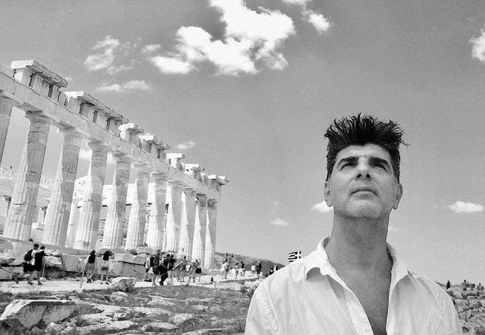 Και σκέφτομαι – κατακαλόκαιρο – κοιτώντας το Αιώνιο. O Πέτρος Γάλλιας γράφει για το catisart.gr