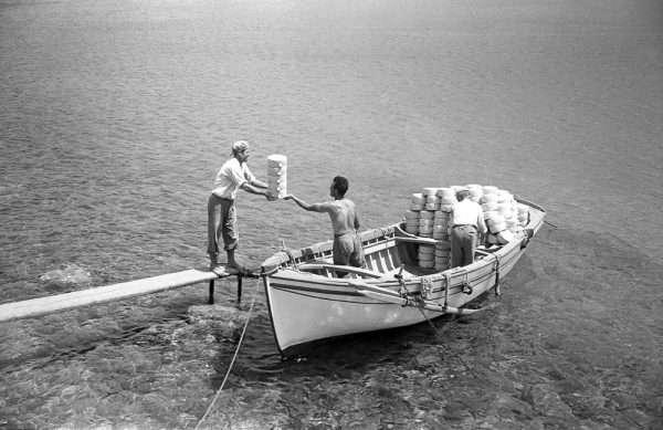 Ο κήπος του Παππού, Η ζωή στην Ελλάδα τη δεκαετία του 1960 από τους Peter και Susan Barrett