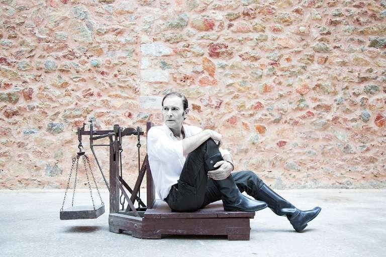 Χανς Κόχλαας σε σκηνοθεσία Λίλλυς Μελεμέ στο ολοκαίνουργιο θέατρο Art 63