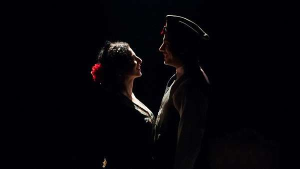 «Ay, Carmela!». Η Εσθέρ Αντρέ Γκονζάλες σκηνοθετεί την ιστορική μνήμη του ισπανικού εμφυλίου