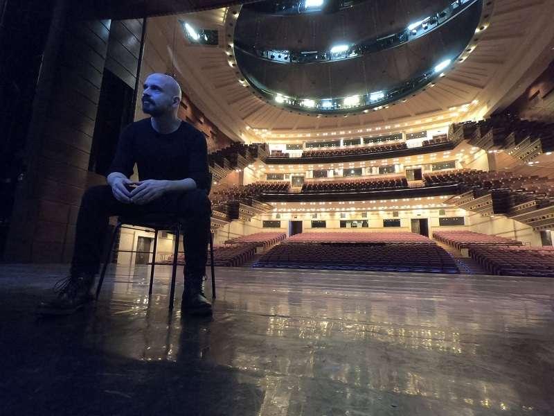 """""""Στοιχειωμένοι"""". Το μουσικό δράμα του Δημήτρη Μαραμή σκηνοθετεί ο Θάνος Παπακωνσταντίνου"""