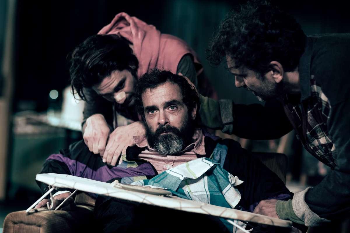 Έναν καθοδηγητή «Φάρο» σκηνοθέτησε ο Κωνσταντίνος Μαρκουλάκης
