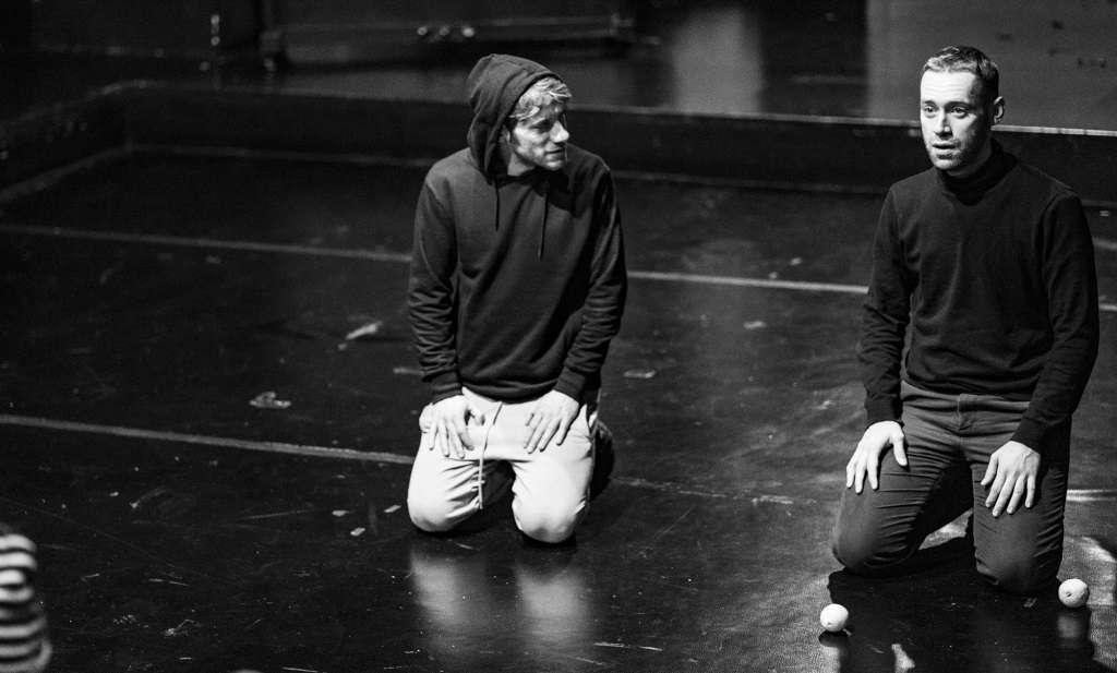 Ένας ξανθός και γαλανομάτης Οθέλλος διά χειρός Χάρη Φραγκούλη στο Θέατρο Τέχνης