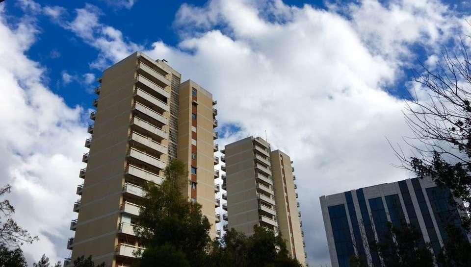 """Οι """"ανώνυμοι"""" ουρανοξύστες του '70 στο Νέο Ψυχικό"""