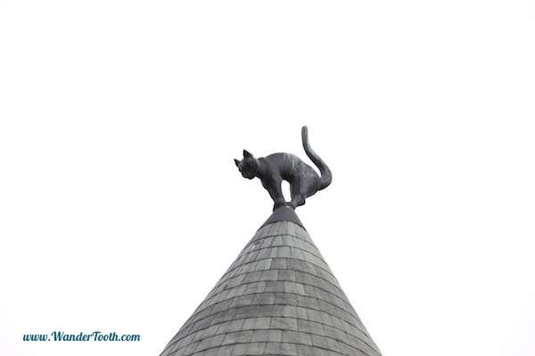 Η Ευρώπη αλλιώς: Μια παλιά ιστορία εκδίκησης με το Σπίτι της Γάτας στη Ρίγα της Λετονίας