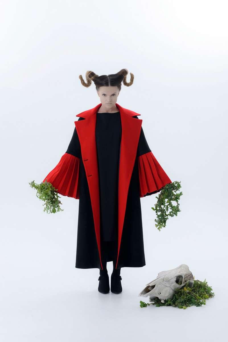 Παράδοση και μόδα, καθαρότητα και αρμονία στη συλλογή ρούχων BOLD της Νίκης Ψυχογιού