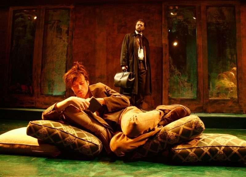 «Ιβάνωφ» του Τσέχωφ. Από την Άντζελα Μπρούσκου μια παράσταση για τα όνειρα των ανθρώπων