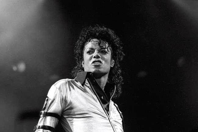 Με αφορμή τον Μάικλ Τζάκσον: «Ο χώρος του θεάματος συχνά τρέφεται από ανθρωποθυσίες»