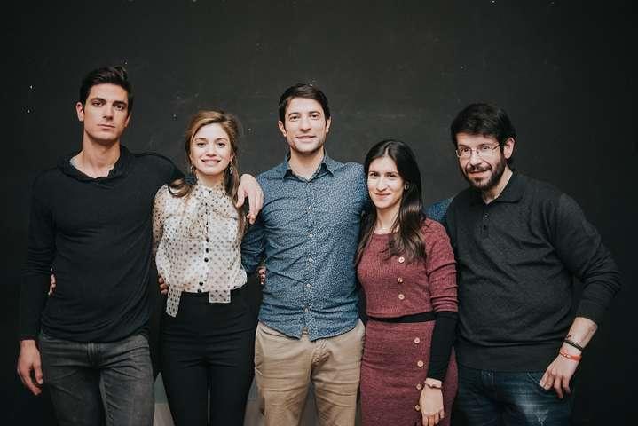 """Πρεμιέρα για τη """"Ζωή Μου Στην Τέχνη"""" σε σκηνοθεσία Θοδωρή Βουρνά – Ποιοι  έδωσαν 30015a48161"""