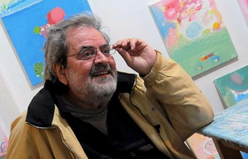 Γιάννης ΛΟΓΟθέτης. Είναι «πολύ ωραίος βεβαίως, βεβαίως» και του ευχόμαστε χρόνια πολλά και καλά…