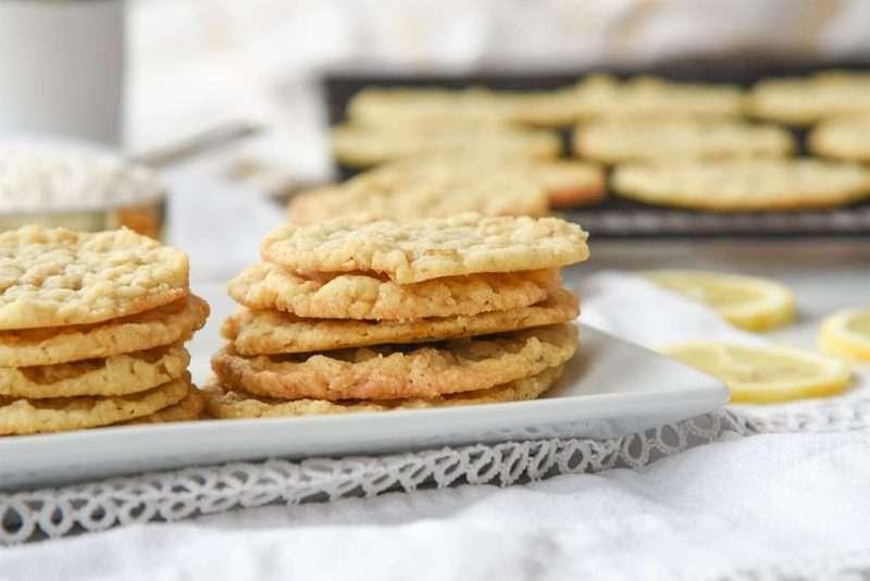 Μπισκότα με ξύσμα λεμονιού και βρώμη