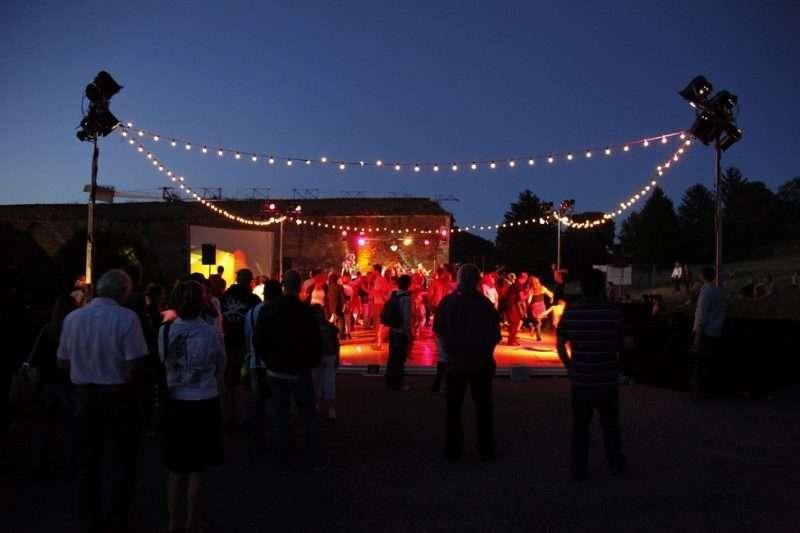 «Άνοιγμα στην Πόλη». Φεστιβάλ μέσα στο Φεστιβάλ σε γωνιές της Αθήνας και του Πειραιά με ελεύθερη είσοδο ή με χαμηλό αντίτιμο
