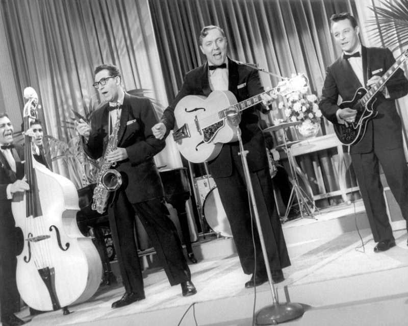 «Rock Around the Clock». Ακούστε τον Bill Haley στο τραγούδι που άλλαξε την Ιστορία της μουσικής