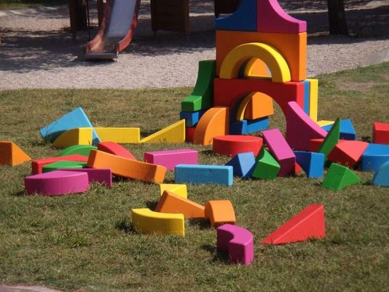 Ο Μαρκ Χατζηπατέρας φέρνει ελπίδα και χρώμα παιδικότητας στην Πειραιώς 260