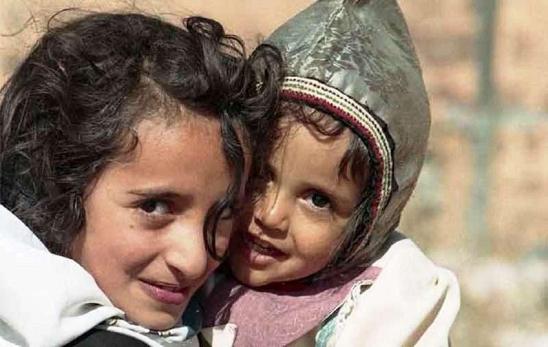 κορίτσι συναντά τον κόσμο που χρονολογείται στην πραγματική ζωή