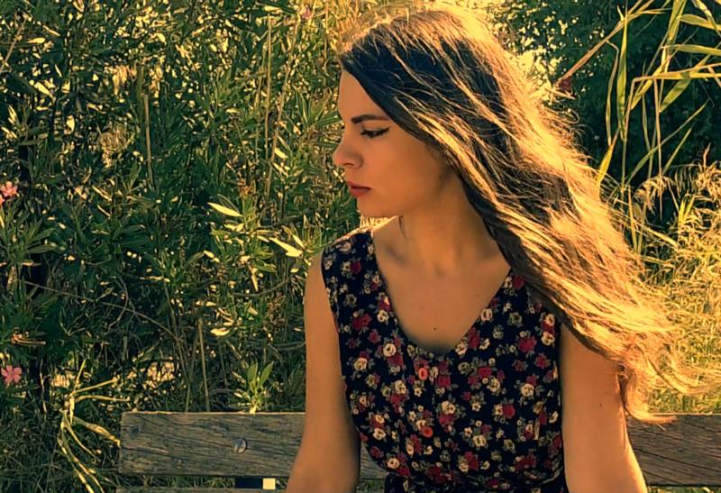 Η Μαρία Μπεθάνη παρουσιάζει τη «Ρέγκε Ρεμπέτισσα» – Δείτε το βίντεο
