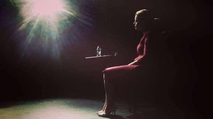 """Ο """"Ουρανός Κατακόκκινος"""" της Λούλας Αναγνωστάκη σε σκηνοθεσία και ερμηνεία Σοφίας Παπουτσόγλου"""