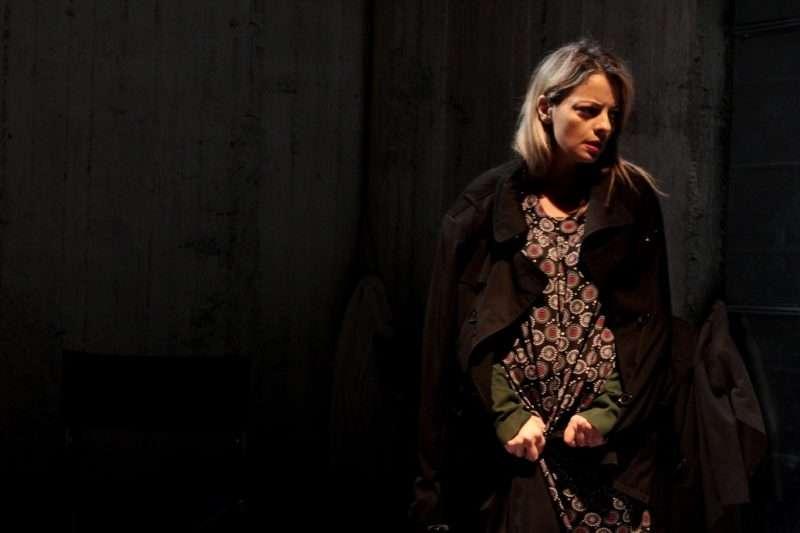 """""""Ο Ουρανός Κατακόκκινος"""": Την ηρωίδα της Λούλας Αναγνωστάκη ερμηνεύει η Σοφία Παπουτσόγλου"""