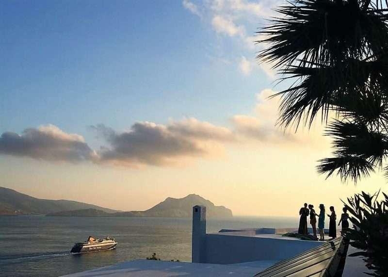 Η σύγχρονη ιστορία του τουρισμού στην Αμοργό μέσα από τη ζωή δύο σημαντικών οικογενειών