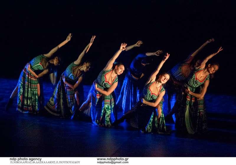 """""""The Thread"""": Ο χορευτικός """"μίτος της Αριάδνης"""" που συγκίνησε το αρχαίο θέατρο της Επιδαύρου"""