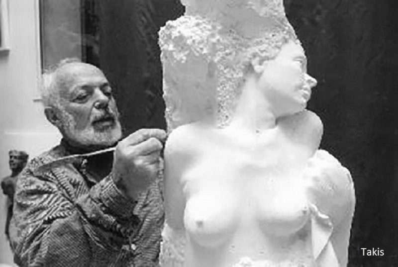 Takis. Τελευταία διόρθωση με τη σμίλη του στα 94… ενώ τον τιμά η Tate Modern στο Λονδίνο