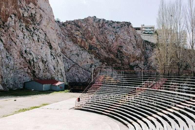 Ολοκληρώνεται το «Φεστιβάλ στη σκιά των βράχων» με θέατρο και μουσική