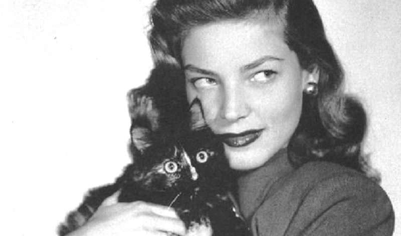 Λορίν Μπακόλ: Μου έλεγαν ότι είχα το βλέμμα και τα μάτια γάτας…
