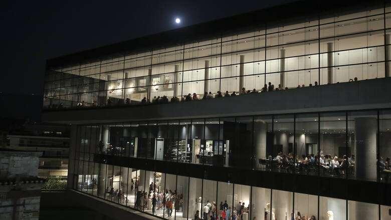 Από ποια μνημεία και μουσεία μπορείτε να απολαύσετε το ολόγιομο αυγουστιάτικο φεγγάρι