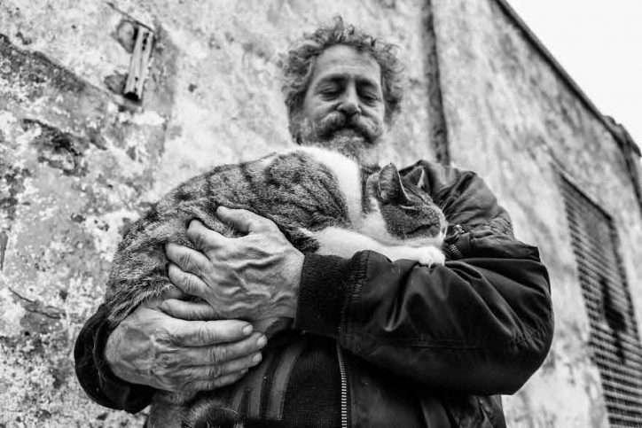 Δείτε 18 όμορφες εικόνες κυρίων με τις γάτες τους