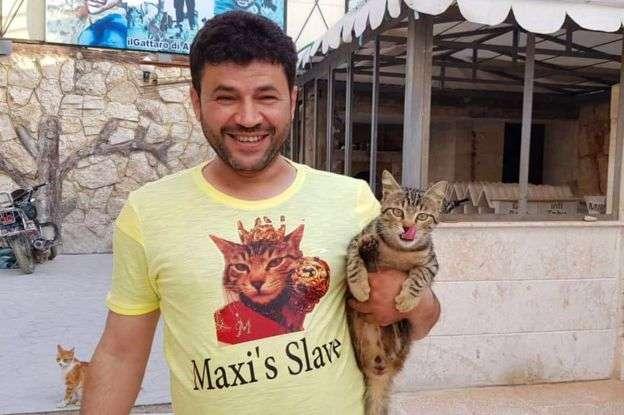 Μοχάμεντ Αλγιαλέλ: Ο Σύρος ήρωας που σώζει παιδιά και γάτες στο εμπόλεμο Χαλέπι
