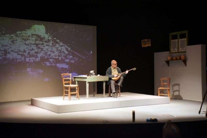 «Εγώ, ο Μάρκος Βαμβακάρης». Με τον Θανάση Παπαγεωργίου στο Δημοτικό Θέατρο του Πειραιά