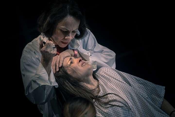 Το «Με λένε Έμμα» σε σκηνοθεσία Ελένης Σκότη για δεύτερη χρονιά στο Σύγχρονο Θέατρο