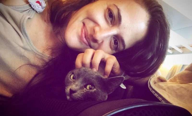 Λήδα Μανιατάκου: Η ζωή μου με την Πετρούλα – Σπίτι χωρίς γάτα είναι σα βουβό μουσικό όργανο