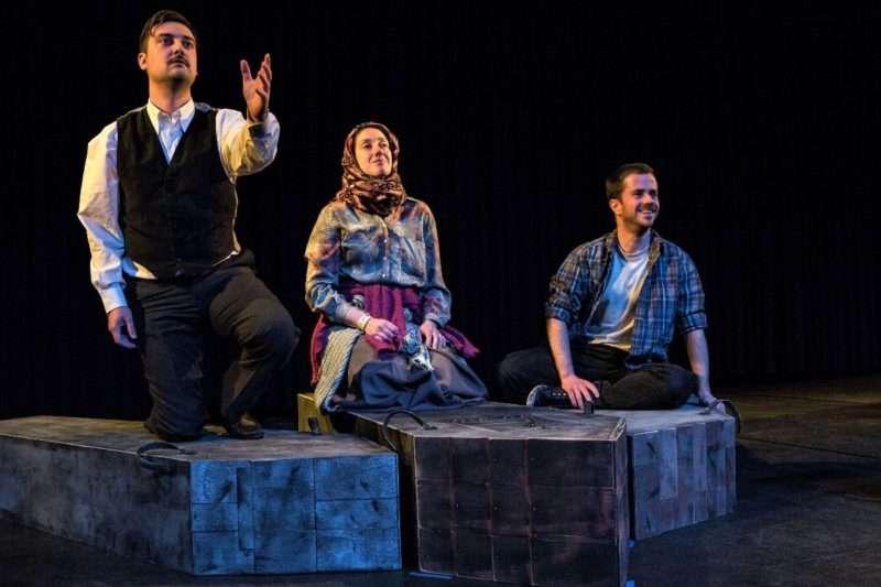 """""""Πάσπαργος"""", μια παράσταση που φωτίζει την ανθρώπινη εμπειρία του προσφυγικού ταξιδιού"""