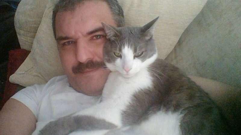 Μάνος Γερωνυμάκης: «Η σκέψη ότι θα μπω στο σπίτι και δεν θα είναι ο Μπαμπής μέσα, με τρελαίνει»
