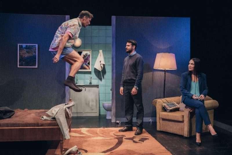 Το εκπληκτικό θεατρικό «Tape» σε σκηνοθεσία Θοδωρή Βουρνά και η αναξιόπιστη μνήμη μας