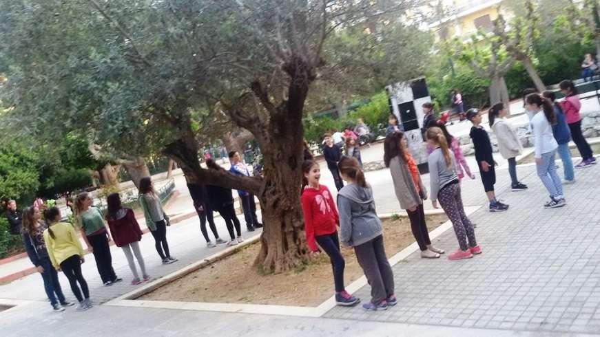 Η Σχολή 10Dance για την Παγκόσμια Ημέρα Χορού, το Σάββατο 29 Απριλίου, στην Πλατεία Κολωνακίου