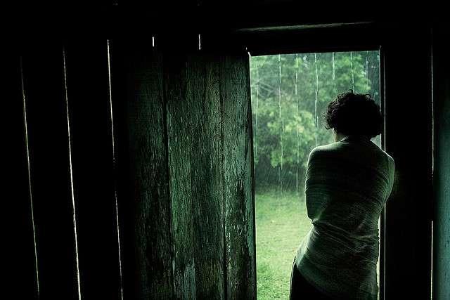 Μαύρος κόρακας στη βροχή (Sylvia Plath)