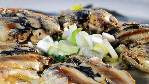 Τηνιακή συνταγή: Σαρδέλες σχάρας με θυμάρι, σκόρδο και λεμόνι