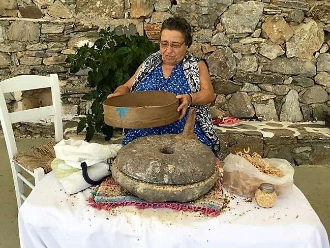 Η Μαρία Θεολογίτου επί το έργον (Φωτογραφία: Χριστίνα Γιαννάκη)
