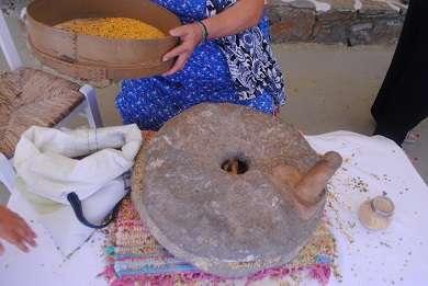 Ο πέτρινος παραδοσιακός χερόμυλος (Φωτογραφία: Χριστίνα Γιαννάκη)