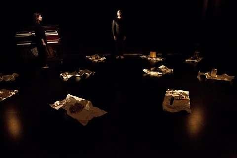 """""""Τρωάς"""". Σκηνοθεσία: Σάββας Στρούμπος (ομάδα Σημείο Μηδέν). Δαυίδ Μαλτέζε, Έλλη Ιγγλίζ"""